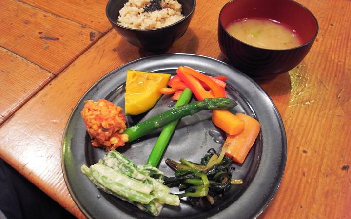 編集部が訪れた美味しい名店『足跡レストラン』|MOMINOKI HOUSE|原宿