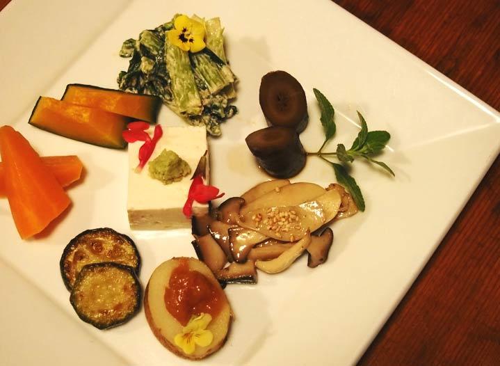 この料理に感動した『こだわりの一皿』|自然栽培の野菜プレート|MOMINOKIHOUSE|明治神宮前