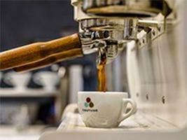 パリを牽引するカフェ「COUTUME」が青山にリニューアルオープン。