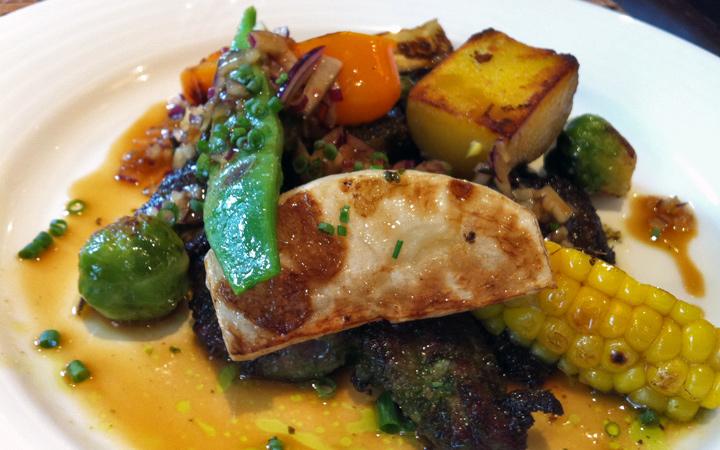 編集部が訪れた美味しい名店『足跡レストラン』|Le Gaulois|外苑前