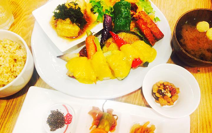 編集部が訪れた美味しい名店『足跡レストラン』|たまな食堂|表参道