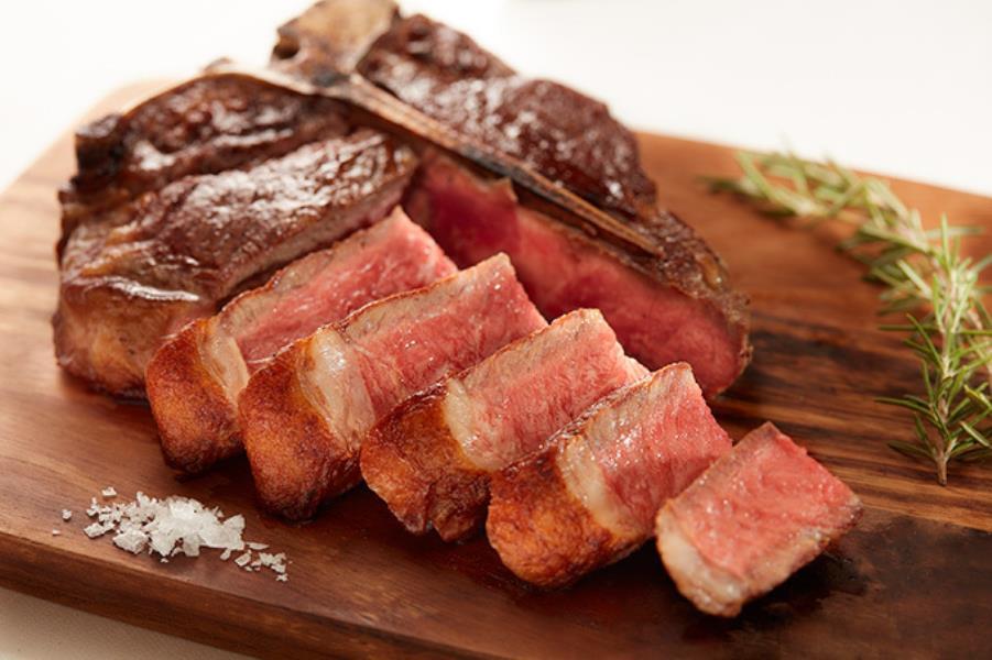 西銀座にオープンしたビステッカ専門店「ビステッケリア イントルノ」で、絶品のお肉をいただきましょう