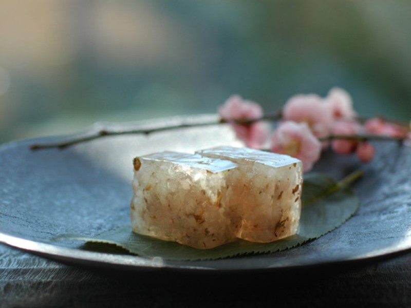 春限定の美しい和菓子 HIGASHIYAの「桜の道明寺羹」|ライターに訊く当意即妙なギフトの手口