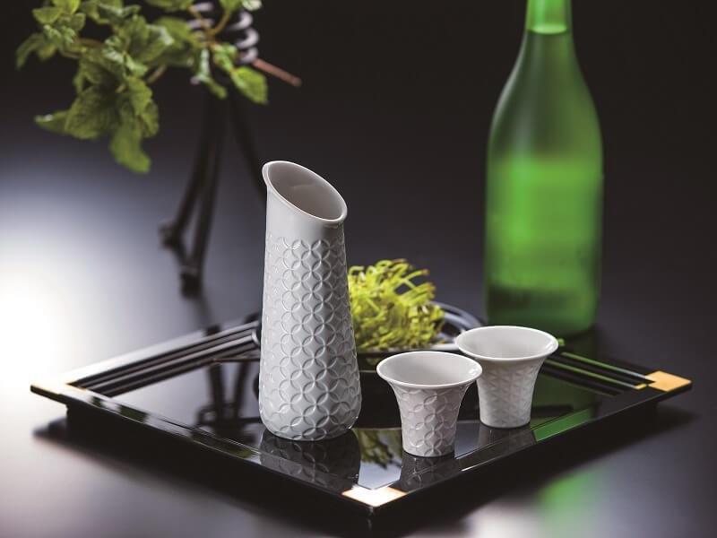 お酒も一際おいしくなる リヤドロ「HITOIKI」コレクションの酒器|ライターに訊く当意即妙なギフトの手口