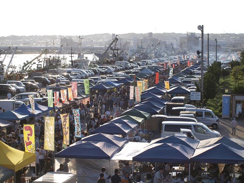 Scenery Where Rich Japan is Created:Tatehana Wharf Morning Market|美しい日本が生まれる風景:館鼻岸壁朝市